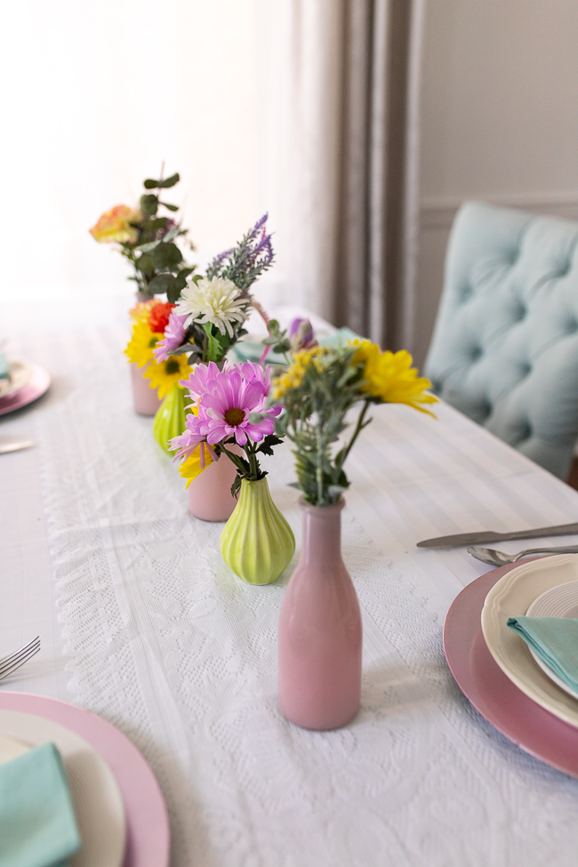 DIY spring centerpiece using spring flowers