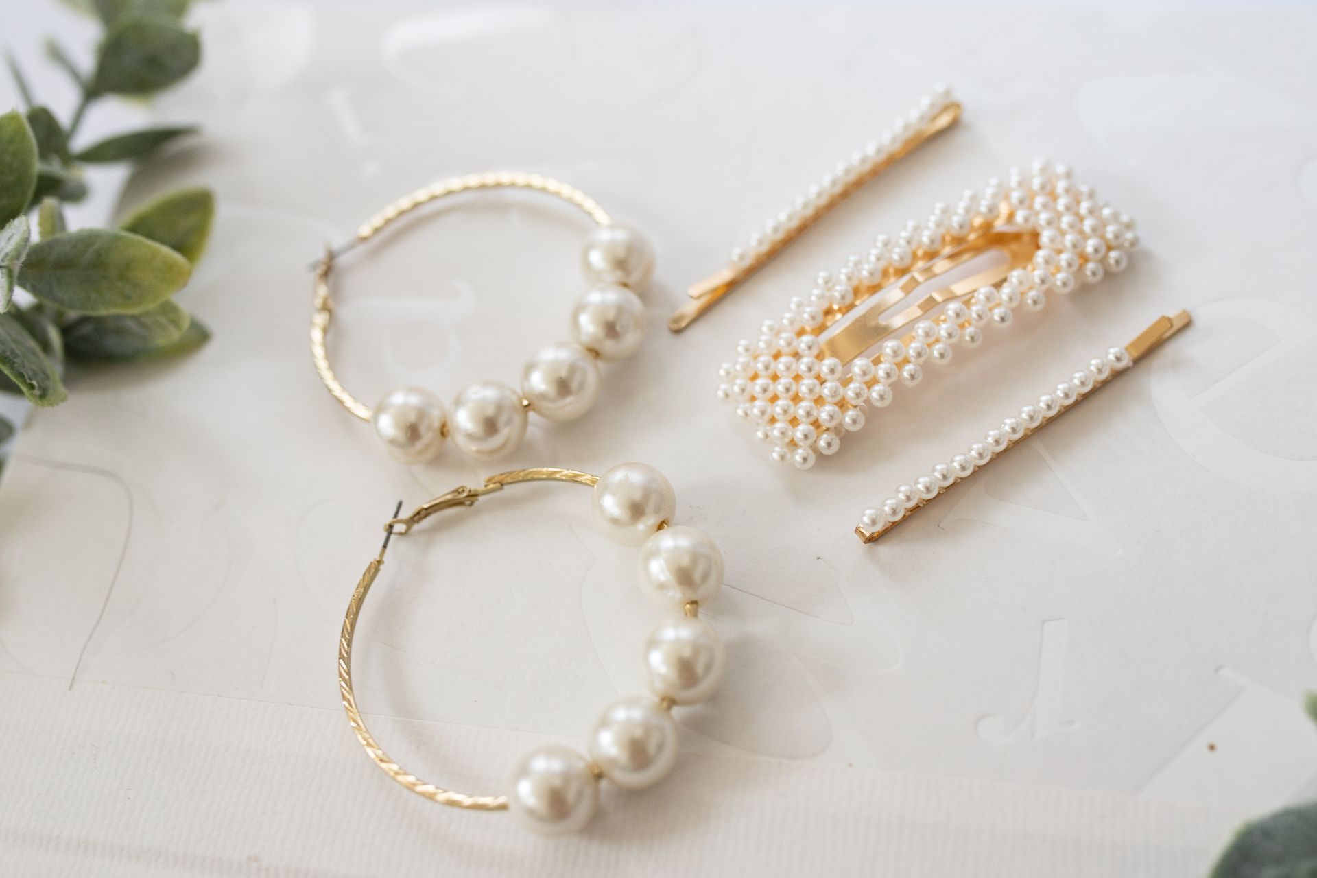 1 Minute DIY Pearl Earrings Tutorial with pearl and gold pearl hair clips
