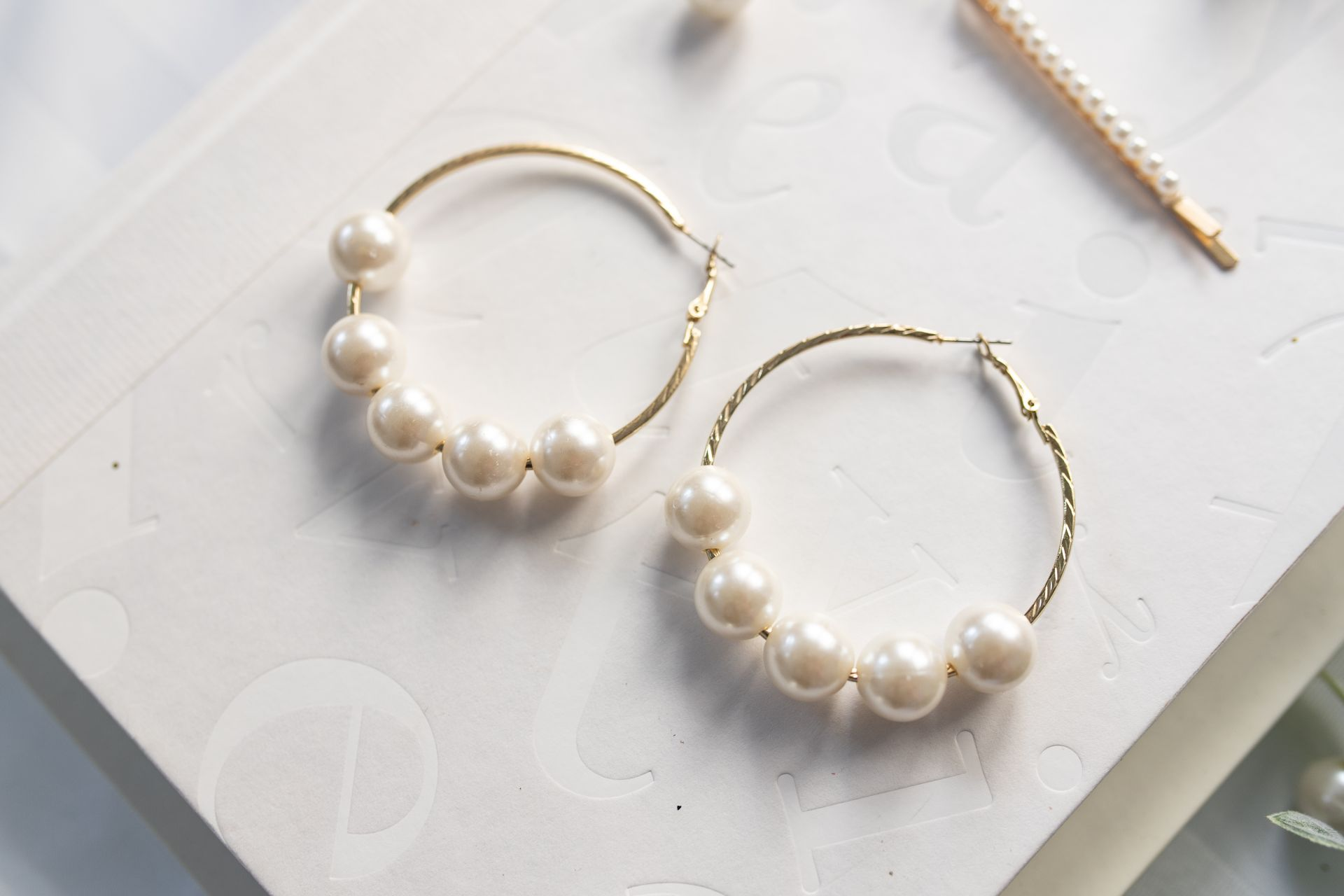 1 Minute DIY Pearl Earrings Tutorial